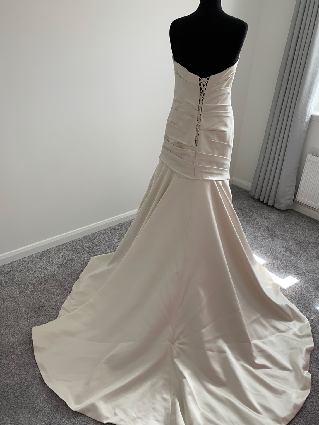 Essense of Australia wedding dress (D1636) image 3